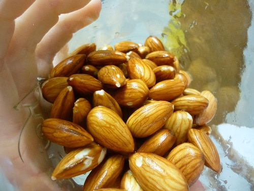 Sprouting almonds is the best way to maximize the nutrition! Release those enzymes and enjoy your food!