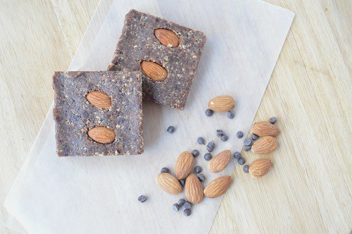 How powerful is the Magimix Food Processor? We put it to the test with homemade protein bars! Plus, a free recipe for Double Chocolate Almond Protein Bars! :: DontWastetheCrumbs.com