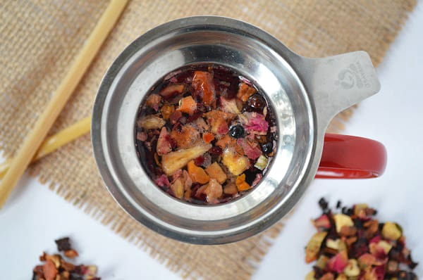 Do you like to make your own loose leaf tea? Check out these 30+ recipes! Great for hot or iced tea!