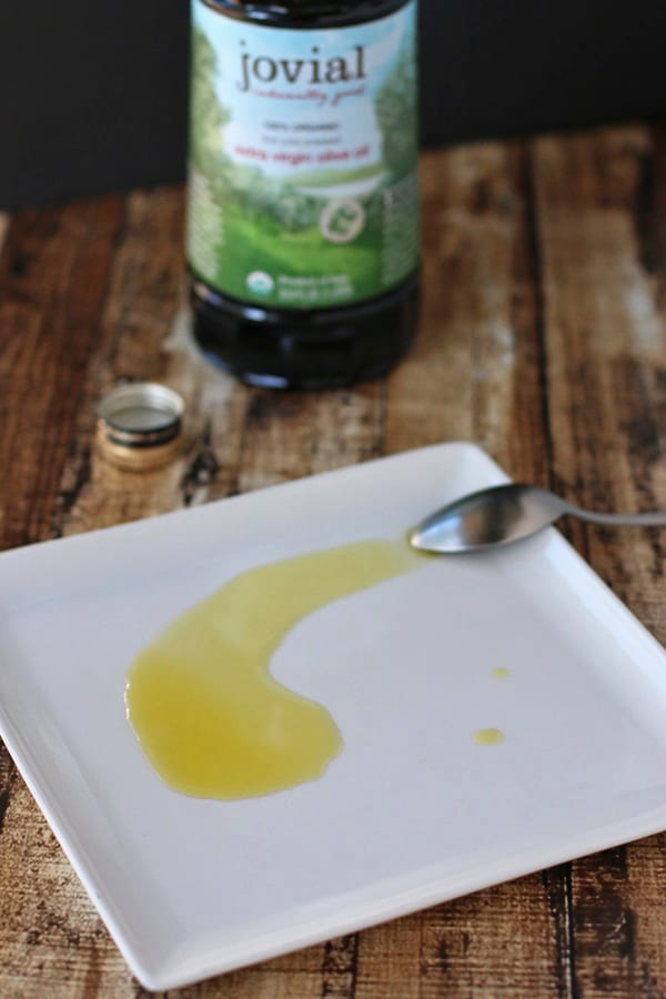 Have you heard that some olive oils are fake? Shop smart with these simple tips for buying extra virgin olive oil. They'll help you discern real olive oil from fake olive oil, plus see the one brand that meets all the requirements! :: DontWastetheCrumbs.com