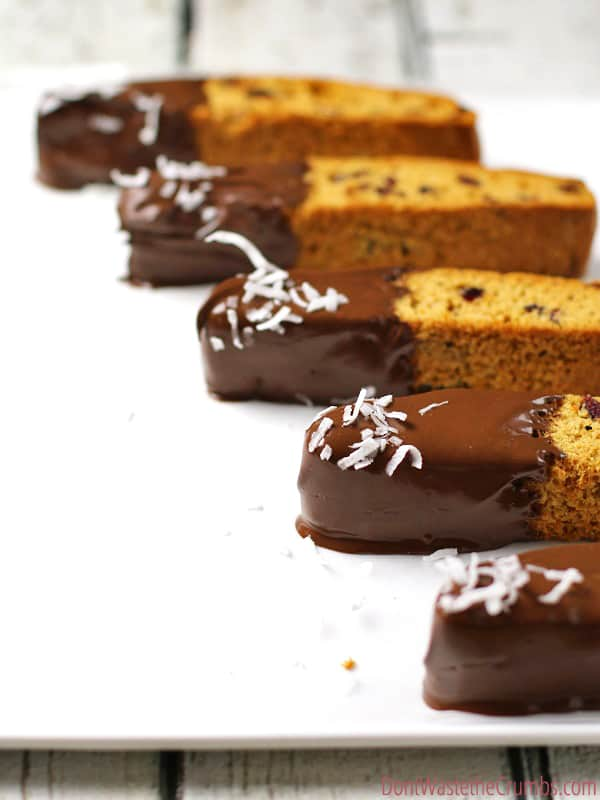 These incredibly easy biscotti recipes are so simple, and so good! Choose between 3 naturally sweetened flavors: triple chocolate, cranberry orange & vanilla bean almond einkorn biscotti recipe. Or you can make them all! They best part, they're SO much more affordable than the coffee shop - just 50¢ each! :: DontWastetheCrumbs.com
