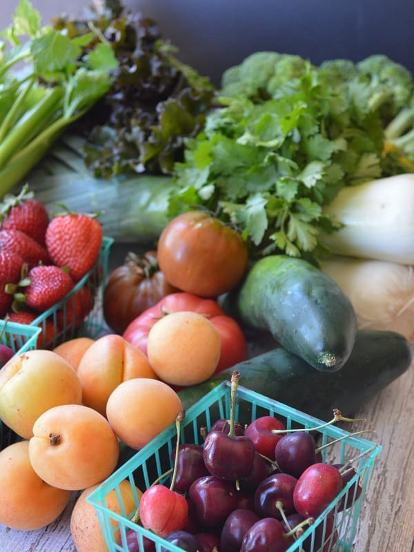 Learn how to find and afford organic food in YOUR area. Great resource for saving money on real food, includes budget tips too! :: DontWastetheCrumbs.com