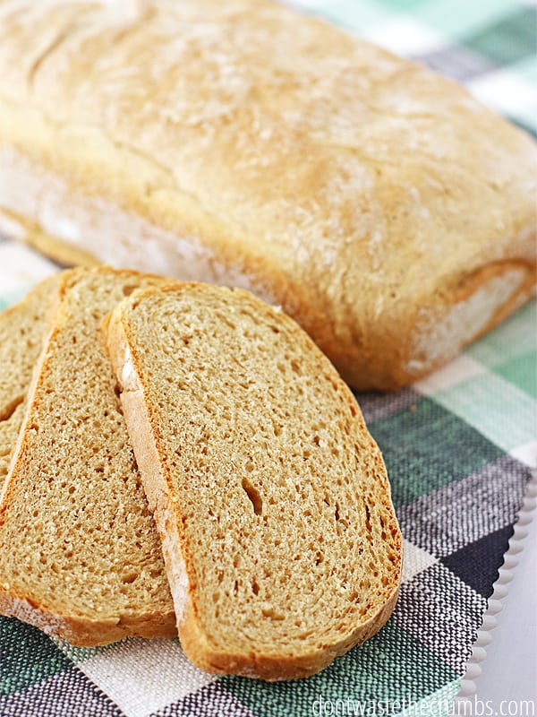 Copycat recipe to the beer bread you get at steakhouses, but so much better! Homemade beer bread is savory and moist and an easy recipe for novice bread makers. Wouldn't this be so cute fun as mini-loaves? :: DontWastetheCrumbs.com