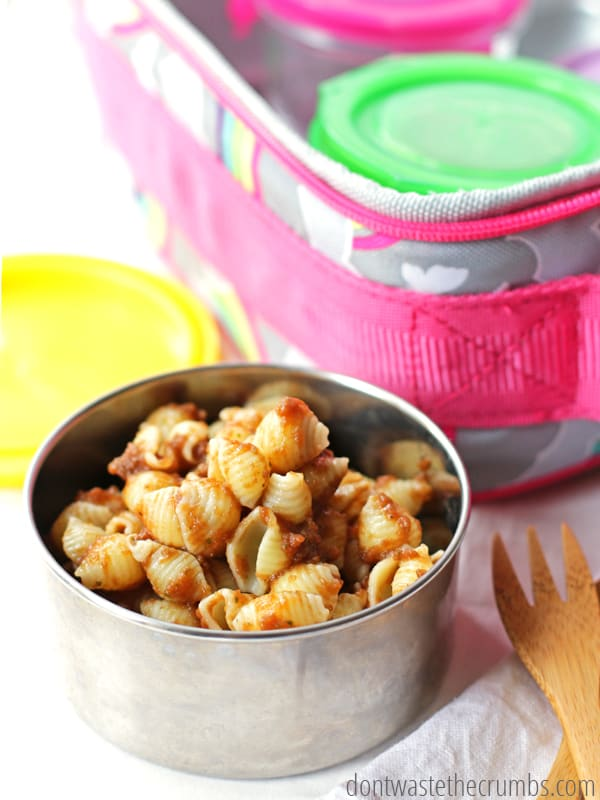 Homemade school lunches don't have to take forever - learn the secret to making a week's worth of school lunches fast, in less than an hour! Free printable includes shopping list, recipes and menu for the kids to make school lunch exciting! :: DontWastetheCrumbs.com