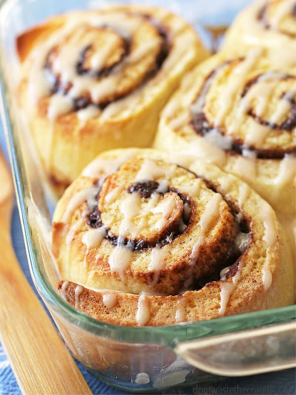 The most amazing and delicious recipe for homemade overnight cinnamon rolls. Made with just a few ingredients and full of taste, this recipe will delight your friends and family! :: DontWastetheCrumbs.com