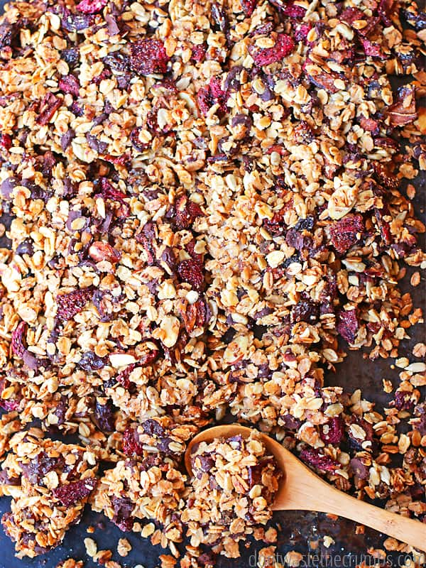 Oh my goodness, these strawberry chocolate granola clusters are SO GOOD! They're crunchy like store-bought, but the combination of strawberries and chocolate? Oh my... Get the two secret ingredientst to granola clusters in this easy recipe for strawberry chocolate granola - you'll save money and never buy granola clusters again! :: DontWastetheCrumbs.com