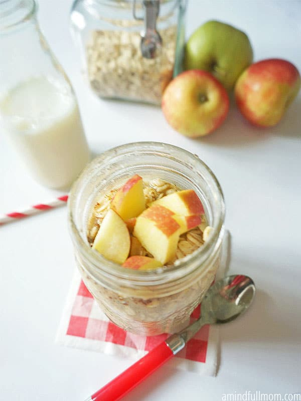Overnight Oats. Did you know that breakfast can make itself overnight in the refrigerator? Apple Pie Overnight Oats is your lifesaving recipe for busy mornings.