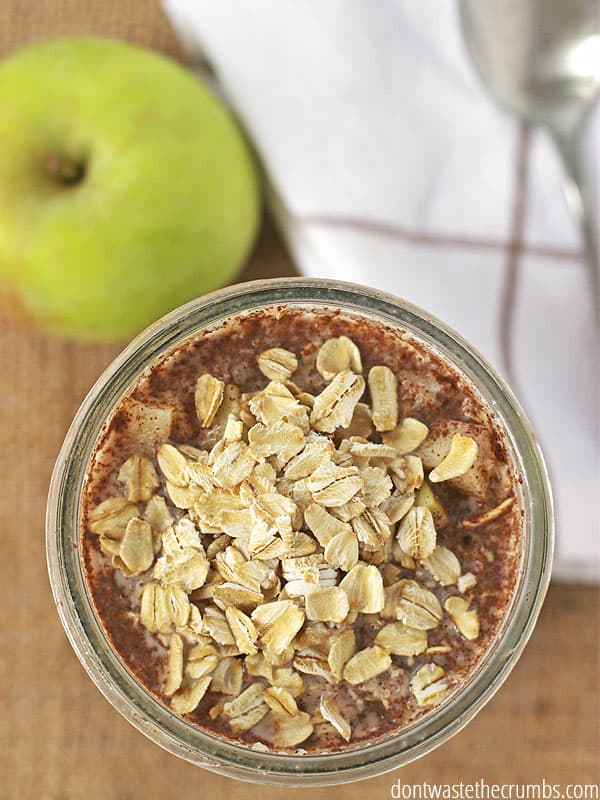 Have you tried overnight oats before?? This amazing breakfast makes itself overnight it the fridge! Using all real food ingredients you can enjoy the taste of apple pie in this delicious morning meal.