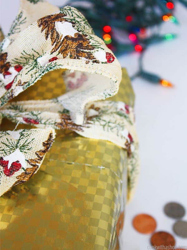 I love making homemade Christmas gifts, but sometimes the whole process is just so stressful! That's where this post helped me out - it took the stress out, and put the spirit of the holidays back in! Great tips that are easy and practical. Definitely a must read for any DIY-er! :: DontWastetheCrumbs.com