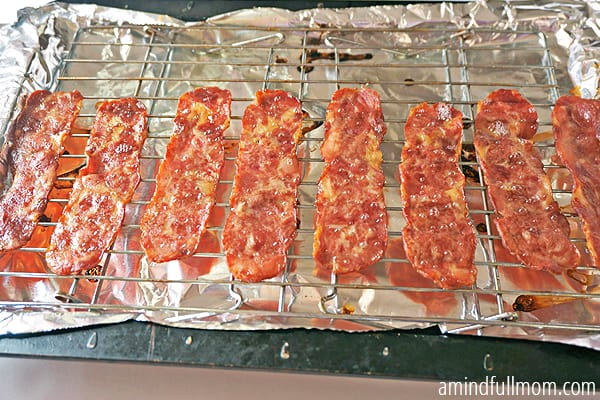 What a great idea! I love this easy tutorial for how to cook bacon in the oven. It comes out perfectly crispy, not soggy and there's not mess to clean up afterwards. It's completely hands off cooking AND You still keep the grease! ::: DontWastetheCrumbs.com