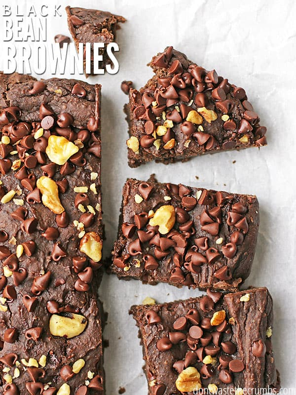 Oh my goodness, these black bean brownies taste just like those Little Debbie snack fudge brownies I had when I was a kid! I love that these have no sugar, are packed with nutrition and passed the taste test of SEVEN people who couldn't even guess they had beans. My kids are hooked - these black bean brownies are the healthiest dessert ever! :: DontWastetheCrumbs.com