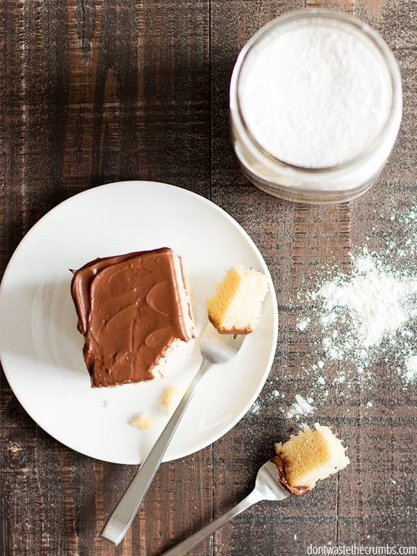 I can't believe how easy it is to make homemade yellow cake mix! I already had everything in my pantry (flour, sugar, baking powder, and salt). Plus this recipe offers a yellow cake mix gluten-free option!