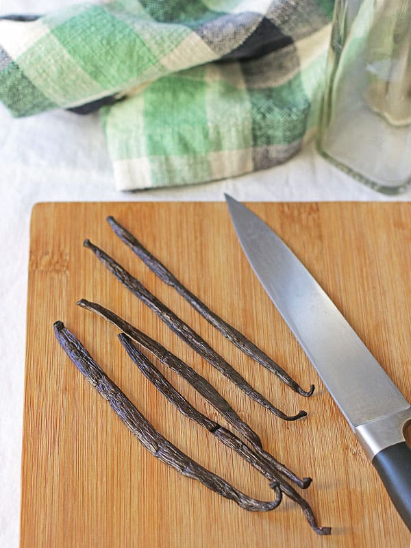 We save money by making food from scratch, and that includes homemade vanilla extract. Not only is our version truly pure, but it costs less than even the best store-bought vanilla! :: DontWastetheCrumbs.com