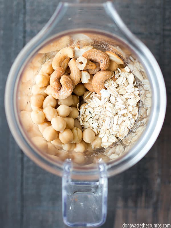 Blender filled with chickpeas, oats and cashews.