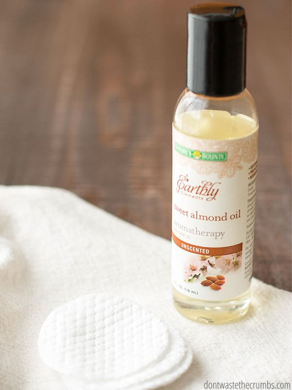 Use this natural makeup remover and save money because it's already in your kitchen! And it works! :: DontWastetheCrumbs.com