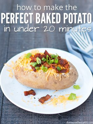 I use this trick to make a baked potato fast! Recipes for in the oven, in the microwave, wrapped in foil, sliced in half, and with delicious toppings! : : DontWasteTheCrumbs.com