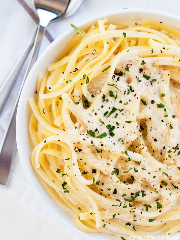 This delicious Alfredo sauce is perfect for batch cooking or storing leftovers. You can freeze an extra batch for later so you have amazing Alfredo sauce ready to go when you need it!