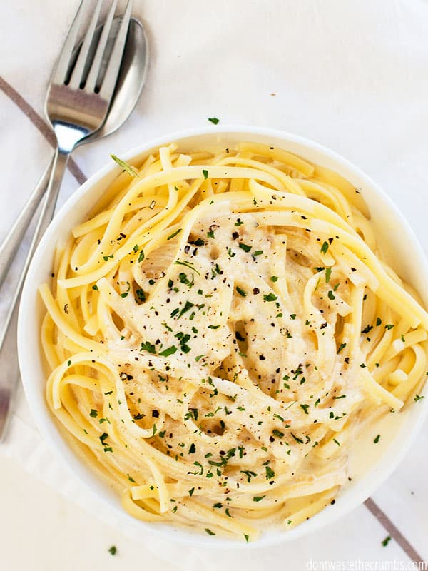 Did you know how EASY it is to make homemade alfredo sauce? Way easier than I thought! And this sauce only takes 15 minutes.