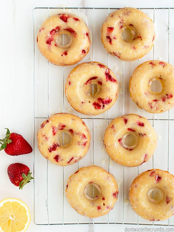 The flavors of summer jump out in these strawberry lemonade donuts! So delicious AND healthy!