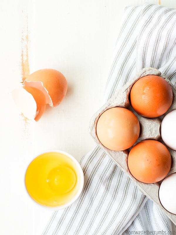 Cupcakes, muffins, cornbread and more, use these 15+ egg substitutes next time you bake!
