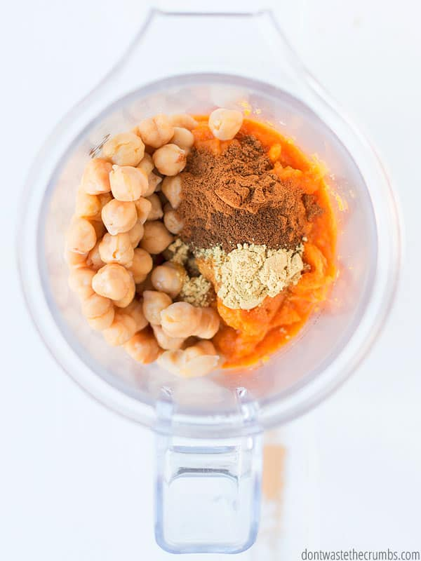 It's time for all things pumpkin and this pumpkin pie hummus will not disappoint!