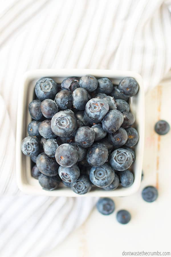 How to freeze blueberries for smoothies