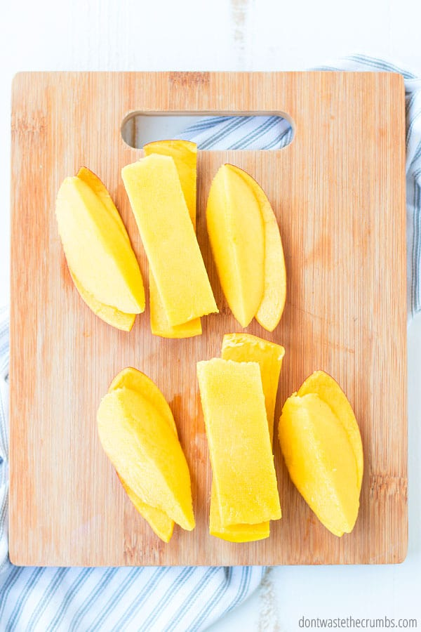 open a mango in slices