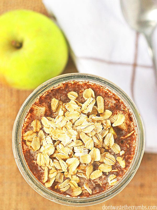 Easy apple pie overnight oats tastes just like a delicious treat! For breakfast!