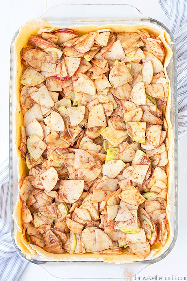 Make ahead dessert that is EASY and portable? This apple slab pie is it!
