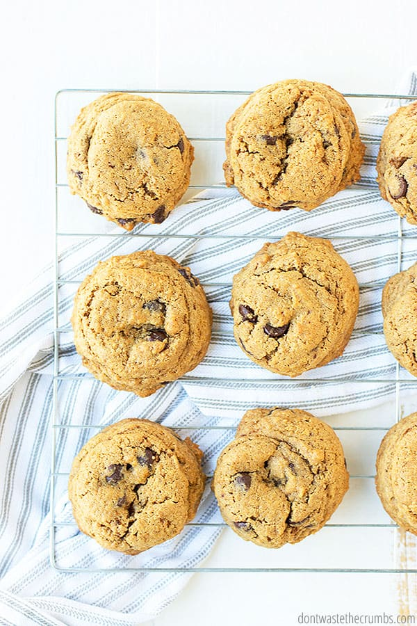 This chocolate chip cookies recipe uses healthier ingredients and less sugar than classic chocolate chip cookie recipes!