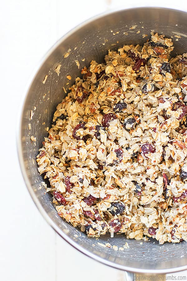 Do you eat chewy granola bars? Try this simple recipe for homemade granola bars to make your own! You can be very versatile on the specific ingredients!