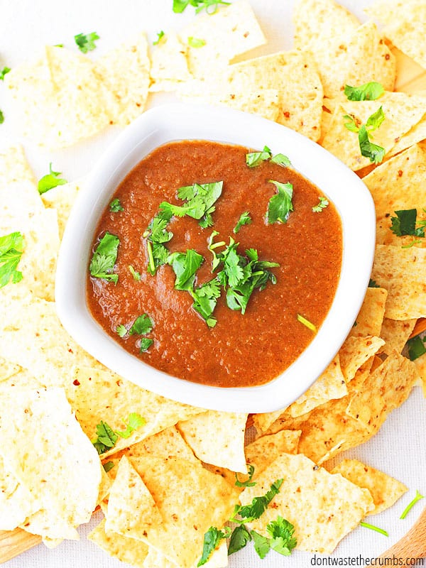 Made with simple, real food ingredients, this salsa tastes so fresh. Enjoy it with fresh tortilla chips, or for taco night!
