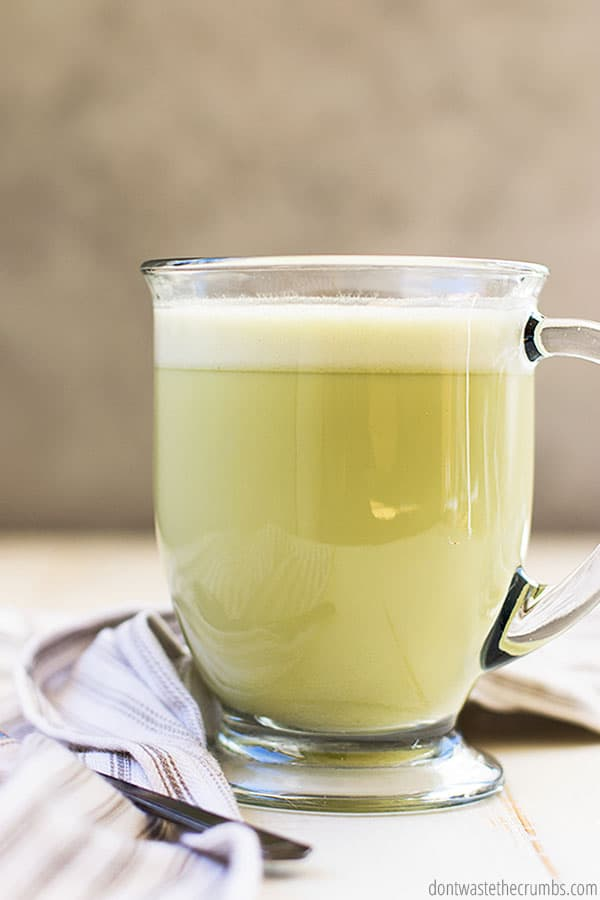 This bulletproof matcha green tea latte is a great alternative to coffee in the morning. It still provides caffeine but also provides great health benefits due to the great ingredients!