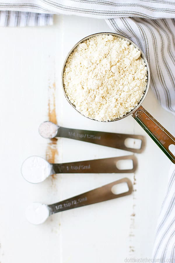 Using measuring cups to prepare the three simple ingredients allows for great time management. Just like in this photo we suggest using a 1 cup spoon for the flour, 1/4 tsp salt, and split the baking powder between 1 tsp, and 1/2 tsp.