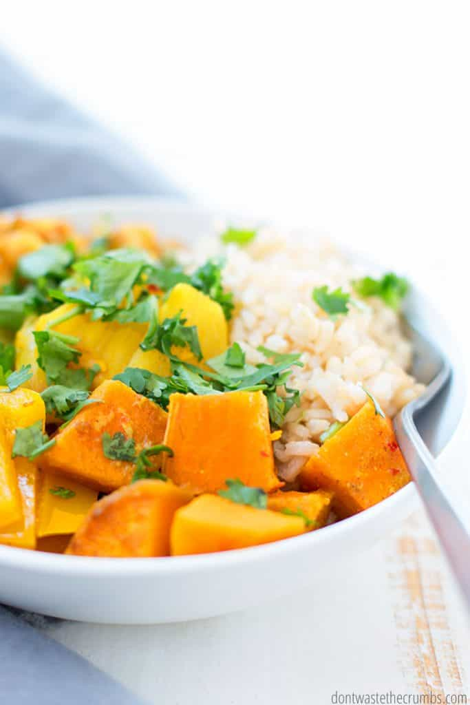 This easy and delicious slow cook vegetarian curry is a great meal to make when you're busy and on the go!