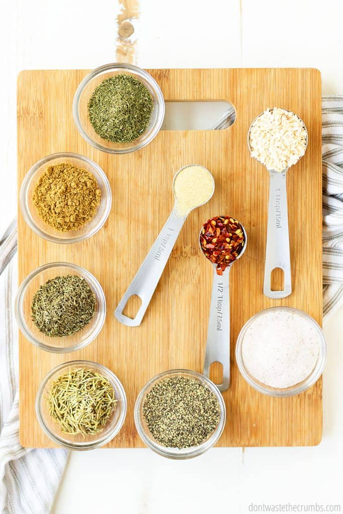 Here are all the spices that you need to make Montreal steak seasoning. Coarse salt, cracked pepper, onion flakes, crushed red pepper flakes, thyme, rosemary, coriander seed, dill, garlic flakes